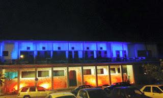 Tο Δημαρχείο Βόλου με τα εθνικά χρώματα της Γαλλίας