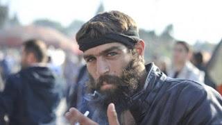 Ο Κρητικός αγρότης με τα πράσινα μάτια που αποπλάνησε το internet… ομίλησε