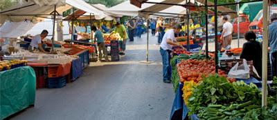 Θα μοιράσουν στους πολίτες τα λαχανικά που θα πωλούσαν στη λαϊκή
