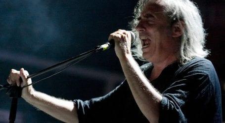 Ο Γιάννης Αγγελάκας σε συναυλία στο Βόλο