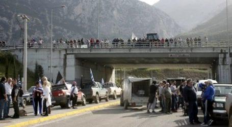 Παρ' ολίγον συμπλοκή αγροτών με οδηγούς φορτηγών στον Μπράλο