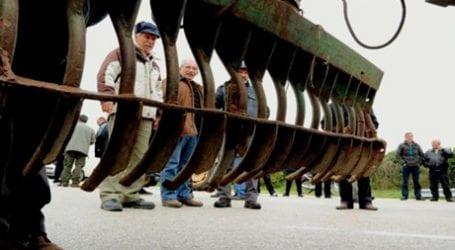 Διχασμένοι οι αγρότες για την κάθοδο των τρακτέρ στο Σύνταγμα