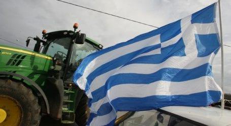 Οι αγρότες κόβουν τη χώρα σε κομμάτια – Κλείνουν λιμάνια και αεροδρόμια