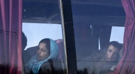 Παρωδία – Αρνήθηκαν να κατέβουν από τα λεωφορεία στο ΣΕΑ Αερινού οι 249 πρόσφυγες