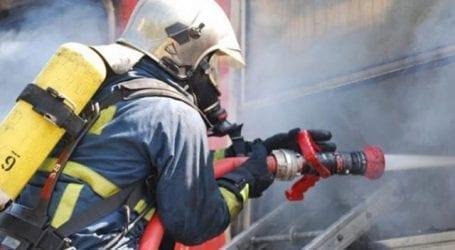 Φωτιά και έκρηξη σε σπίτι στη Μηλίνα – Σοβαρά εγκαύματα υπέστη 58χρονος