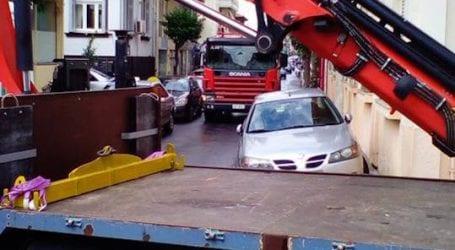 Έκλεισε τον δρόμο στην Πυροσβεστική και του «σήκωσαν» το αυτοκίνητο