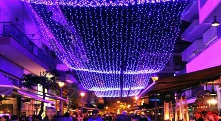 Ξεκίνησε η τοποθέτηση των Χριστουγεννιάτικων φώτων στον Βόλο