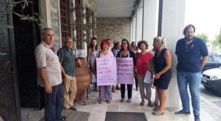 Παράσταση διαμαρτυρίας για τα παιδιά που έμειναν εκτός παιδικών (φωτό)
