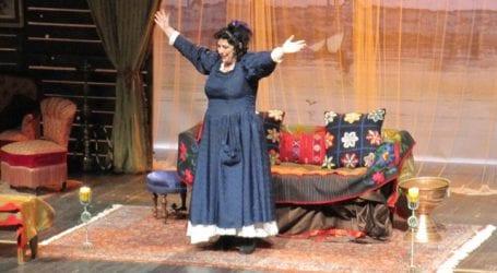 Η Λωξάντρα με την Άννα Βαγενά στον Βόλο