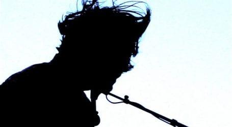 Ποιος πασίγνωστος τραγουδιστής θα ανάψει τα φωτάκια του Βόλου; (φωτό)