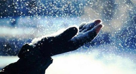 ΤΩΡΑ- Πέφτουν οι πρώτες νιφάδες χιονιού στον Βόλο