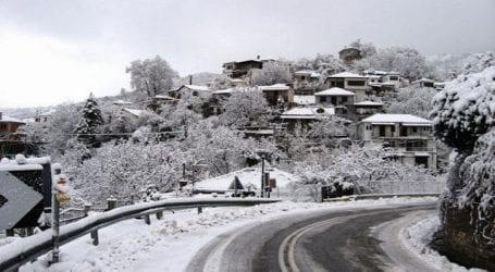 ΤΩΡΑ – Έντονη χιονόπτωση στο Πήλιο (απευθείας σύνδεση)