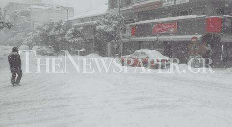 Στο έλεος του χιονιά τα Τρίκαλα (αποκλειστικές φωτό)