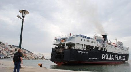 """Σκόπελος: """"Κόλλησε στο λιμάνι η """"Μυρτιδιώτισσα"""""""