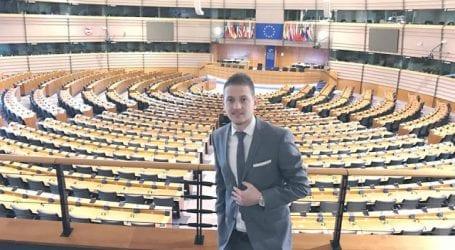 Ο Βολιώτης που έφτασε στη Βουλή της Ολλανδίας σήμερα στον ASTRA