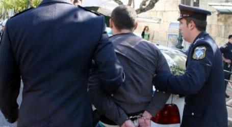Συνελήφθησαν δύο νεαροί για διακίνηση ναρκωτικών και κατοχή όπλων