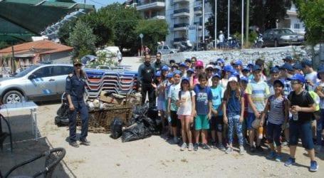 Καθάρισαν ακτή και βυθό στην παραλία του Αναύρου