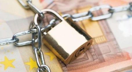 Δε θα γίνονται κατασχέσεις από τις εφορίες για οφειλές κάτω από 500 ευρώ