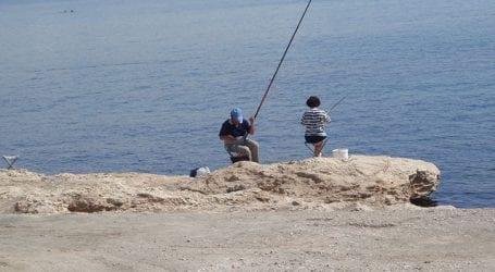 Ψάρευαν παράνομα στην Κάρλα και συνελήφθησαν