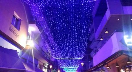Πρόβα τζενεράλε για τον χριστουγεννιάτικο φωτισμό του Βόλου (εικόνες)