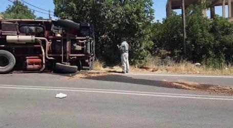 Ανετράπη φορτηγό της ΔΕΔΔΗΕ στην Αργαλαστή