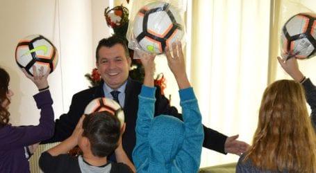 Ιδρύματα και Σώματα Ασφαλείας του Βόλου επισκέφθηκε ο Χρήστος Μπουκώρος