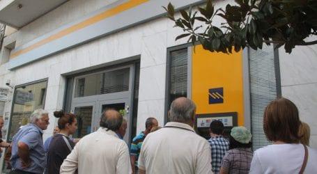 Ουρές στα ATMs του Βόλου για το Κοινωνικό Μέρισμα