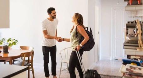 «Εφοριακοί-τουρίστες» θα ελέγχουν για παράνομες μισθώσεις Airbnb