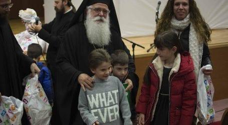 Ο Μητροπολίτης Ιγνάτιος με τα παιδιά των ιερέων και Ιεροψαλτών μας