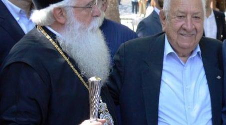 Βολιώτης χαρίζει 5.000 € εις μνήμη Χριστόδουλου σε Γηροκομείο της Μαγνησίας