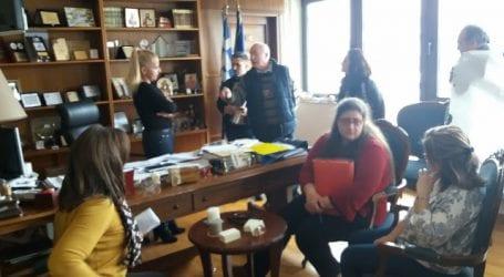 Πολίτες έκαναν κατάληψη στα γραφεία της Δ. Κολυνδρίνη (εικόνες)