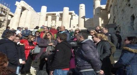 Επίσκεψη σε Μουσείο και Ιερό Βράχο Ακρόπολης από δημοσιογράφους μέλη της ΕΣΗΕΘΣΤΕ