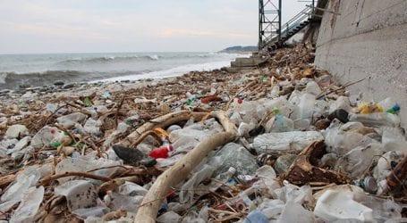 Σκουπιδότοπος οι παραλίες του Πηλίου (εικόνες)