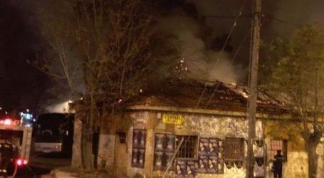 Φωτιά σε κτίριο Αθηνών και Λαρίσης – Χειροπέδες σε 25χρονο για εμπρησμό