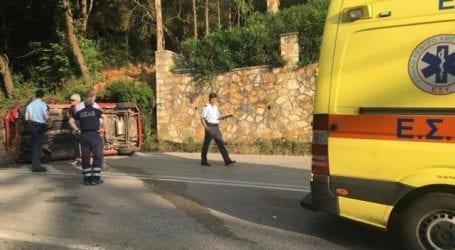 Ανετράπη αυτοκίνητο έξω από τον Βόλο – Τραυματίστηκε γυναίκα οδηγός