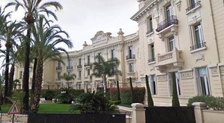 Ασυγκράτητο ζευγάρι κάνει σεξ σε μπαλκόνι ξενοδοχείου στο Μόντε Κάρλο