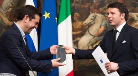 Προβάρει γραβάτα ο Αλέξης Τσίπρας για το χρέος -Προετοιμάζεται για διάγγελμα