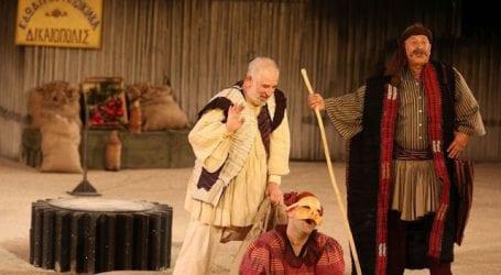 Ο Βόλος υποδέχθηκε τον Πέτρο Φιλιππίδη με την παράσταση «Αχαρνής» (εικόνα)