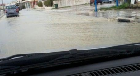 Πλημμύρισαν δρόμοι στον Βόλο από την καταιγίδα
