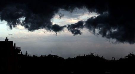 Καταιγίδα σαρώνει τα βόρεια και ανατολικά προάστια της Αττικής