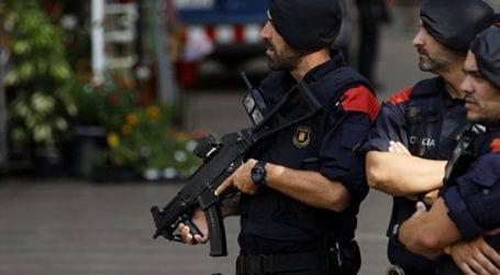 Ένοπλος προσπάθησε να επιτεθεί σε αστυνομικό τμήμα και δέχθηκε πυρά