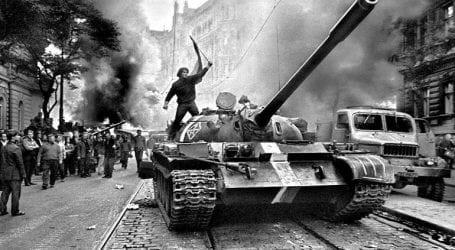 Περίπου οι μισοί Ρώσοι δεν γνωρίζουν για τη στρατιωτική επέμβαση της ΕΣΣΔ στην Τσεχοσλοβακία