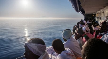 Τουλάχιστον πέντε μετανάστες έχασαν τη ζωή τους όταν το σκάφος τους βυθίστηκε