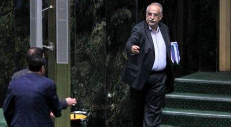Το κοινοβούλιο ψήφισε υπέρ της απομάκρυνσης του υπουργού Οικονομικών