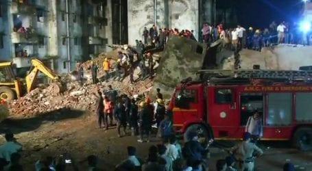 Τουλάχιστον δέκα εγκλωβισμένοι έπειτα από κατάρρευση τετραώροφου κτηρίου