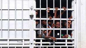 Μετανάστες χωρίς τροφή και νερό σε κέντρα κράτησης στην Τρίπολη