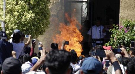 Έκαψαν ζωντανούς δύο άνδρες τους οποίους μπέρδεψαν με απαγωγείς παιδιών