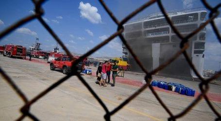 Νέες εικόνες από τη φωτιά στο «Ελευθέριος Βενιζέλος» μετά το άνοιγμα του καταπέλτη