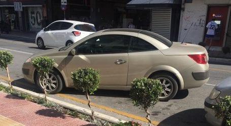 Eπικό παρκάρισμα στην Δημητριάδος (εικόνες)