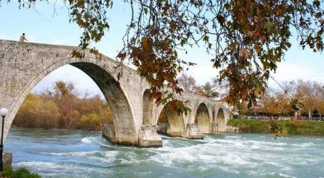 Το ξακουστό και πολυτραγουδισμένο Γεφύρι της Άρτας